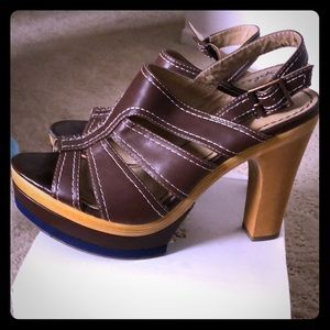 Splendid Brown platforms open toe shoes